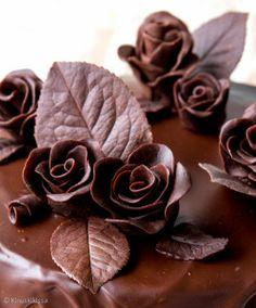 Muovailtava suklaamassa