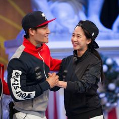 Running Man PD Jung Cheol Min admitted that Kim Jong Kook and Song Ji Hyo often meet up in private. Running Man Song, Running Man Cast, Running Man Korean, Running Man Members, Kim Jong Kook, Korean Variety Shows, Kwang Soo, Korean Actresses, Losing Her