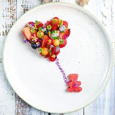 28 Amuse Bouches to Stimulate Your Appetite . Scallops And Chorizo, Amuse Bouche Ideas, Yummy Drinks, Yummy Food, Shark Birthday Cakes, Stuffed Pepper Soup, Edible Food, Food Platters, Food Facts
