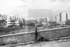 """Madrid, 28-3-1939.- Una vista del rio Manzanares con la piscina """"La Isla"""" fotografiada pocos momentos después de la entrada de las tropas nacionales en Madrid.- Efe/jt"""