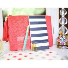Clever ideas on how to better organize & beautify your desk or vanity space | Instagram:  Haute ffTheRack| #lorenhope #katespade #liketkit www.liketk.it/c1g4 @liketkit
