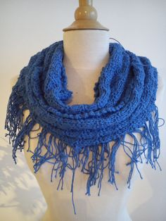 Puce rocks! - Blue knit circular scarf with fringes.