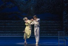 Zorba, el griego. Ballet de Santiago. Madame Hortense: M. Dolores Salazar y John: Gabriel Bucher. Foto: Patricio Melo