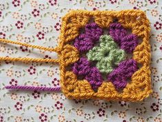 Detailed photo tutorial on how to crochet a granny square for absolute beginners. Crochet Squares, Crochet Stitches, Knit Crochet, Crochet Patterns, Granny Square Blanket, Granny Squares, Elephant Baby Blanket, Photo Tutorial, Baby Quilts