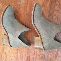 ✨✨Zara Booties 7.5 ✨✨✨ Dove Grey leather , super cute Zara Shoes Ankle Boots & Booties