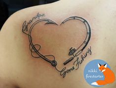 Memorial tattoo for grandpa, on the shoulderblade. Baby Feet Tattoos, Daddy Tattoos, Baby Name Tattoos, Family Tattoos, Cute Tattoos, Body Art Tattoos, Small Tattoos, Fish Tattoos, Sleeve Tattoos