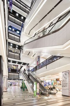 上海中信泰富万达广场:重温即将被城市化遗失的美好-室内设计师平台 -室内设计论坛-扮家家室内设计网 Shopping Mall Interior, Retail Space, Atrium, Commercial Interiors, Shopping Center, Entrance, Industrial, Mood, Detail