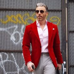 How to wear: red blazer, pink dress shirt, grey dress pants, black Red Blazer Outfit, Blazer Shirt, Dress Shirt, Dress Pants, Casual Blazer, Best Casual Outfits, Casual Wear For Men, Mode Masculine, Mens Burgundy Blazer