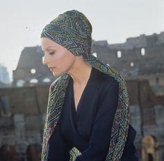 Line of Beauty Italian Actress, Dress Codes, Actors & Actresses, Rome, Cinema, Feminine, Glamour, Manga, Portrait
