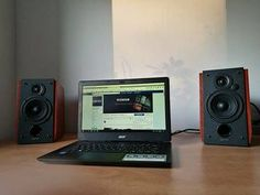 Edifier R1700 w towarzystwie laptopa ;)