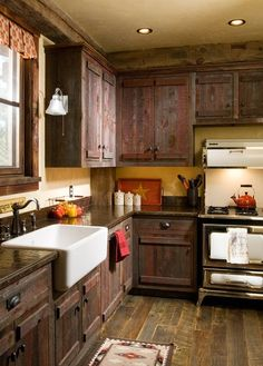 Great Idea 85 Amazing Farmhouse Kitchens Style - Rustic Kitchen Ideas https://decorspace.net/85-amazing-farmhouse-kitchens-style-rustic-kitchen-ideas/