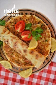 Tavma Lahmacun (You Will Eat Your Fingers) – Yummy Recipes - Rezepte Turkish Recipes, Ethnic Recipes, No Salt Recipes, Yummy Recipes, Turkish Kitchen, Vegetable Pizza, Dessert Recipes, Food And Drink, Yummy Food