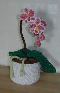 Nu är det dags att presentera mönstret på blomman ;) Hoppas att ni kommer att tycka om det och att man sen kan se små orkidéer på blogg...