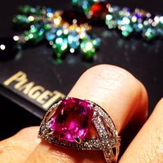 Piaget #Rose Passion high #jewelry #ring in 18K white #gold set with 88 brilliant-cut #diamonds (approx. 1.89 ct) and 1 cushion-cut pink #sapphire (approx. 5.20 ct).