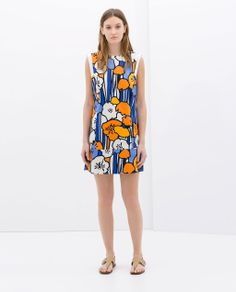 This bright multi color dress is perfect for summer holiday. It features a round neck, sleeveless style, slit side design, V-shape back and all over exaggerated floral print. No closure. Cute Floral Dresses, Pretty Dresses, Dress Flower, Vestidos Zara, Dedicated Follower Of Fashion, Orange Dress, Zara Dresses, Flower Prints, Clothes For Women