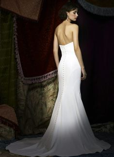 2164215e2ca2 Sash & Bustle an intimate and beautiful boutique for the modern bride,  located in Toronto, Ontario, Canada
