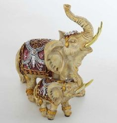 ELEFANTES Elephant Love, Elephant Art, Elephants Never Forget, Elephant Figurines, Gentle Giant, Asian Art, Cute Pictures, Decoupage, Scenery