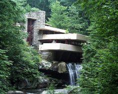 Arquitectura contemporánea es un término de difícil determinación para la historia de la arquitectura, puesto que puede entenderse como: la arquitectura realizada en el momento que para el que la define signifique su propia actualidad la denominada arquitectura moderna, que no es la arquitectura de la Edad Moderna , sino la arquitectura de la Edad contemporánea (1789 en adelante).