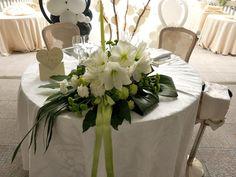 http://www.matrimonio.it/collezioni/addobbi_e_decorazioni/valflor/975/45__zoom# Centrotavola per il ricevimento. Centrotavola di amarillis bianco, santini verdi e garofani.