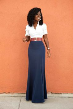 are 10 of our favorite maxi skirt styling tips for spring and summer, including how to wear a belt with a maxi skirt.Here are 10 of our favorite maxi skirt styling tips for spring and summer, including how to wear a belt with a maxi skirt. Maxi Skirt Style, Maxi Skirt Outfits, Maxi Dresses, Women's Maxi Skirts, Fitted Skirt, High Waisted Skirt Outfits, Maxi Skirt Fashion, Spring Dresses, High Waist Skirt