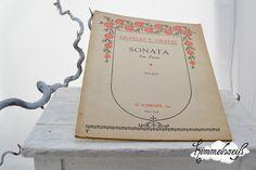 """Orginal alte Klaviernoten im Heft.  """"SONATA for piano""""von Charles T.Griffes (31 Seiten). Dem alter enstprechende Optik, aber gut erhalten und vollstän"""