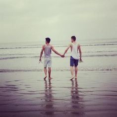 Gay Couples Observations 1. Gay couples can actually be happy together. 2. Gay couples are no different from heterosexual couples.