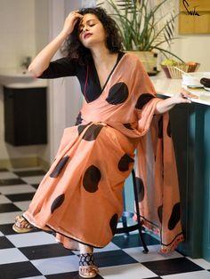 Humble Design, Indus Valley Civilization, Desi Wear, Indian Textiles, Muslin Fabric, Printed Sarees, Indian Ethnic, Indian Sarees, Indian Beauty