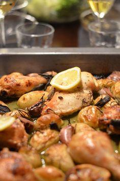 Griechisches Knoblauchhuhn mit frischer Zitrone und viel Knoblauch, wie der Name schon sagt. Schnell zubereitet, gelingt sicher und schmeckt garantiert.