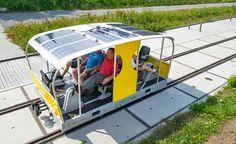 Carrinho funciona à base de energia solar e se move sobre trilhos