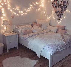 Creative ways Fairy lights bedroom ideas teen room decor - Schlafzimmer Ideen Color Photos Youngsters require their very own space in their room. The bed is Cute Bedroom Ideas, Girl Bedroom Designs, Bedroom Ideas For Small Rooms For Teens For Girls, Cool Teen Rooms, Teen Room Designs, Nice Rooms, Bed Ideas, Teen Room Decor, Room Decor Bedroom