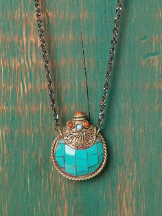 Pretty turquoise and amber necklace. The link is to what appears to be a blog. Not sure how to buy this.
