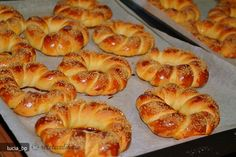 colacei bucovineni mucenici Romanian Food, Bread And Pastries, Easy Desserts, Bagel, Waffles, Deserts, Goodies, Food And Drink, Cooking Recipes