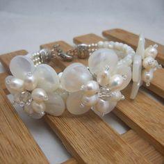 Pearl BraceletBeaded JewelryBead Bracelet Free por audreyjewelry, $18.00