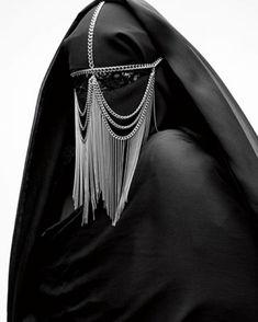 BURKA / BURKA / Armin Morbach // The adornments don't make the burqa any more friendly or freeing. Foto Fashion, Dark Fashion, Luxury Fashion, Body Chains, Head Chains, Fotografia Retro, Inspiration Mode, Headdress, Chain Headpiece