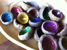 Acorn Cap Jewels by kiwicraft: Very easy with markers and white glue. #DIY #KIds #Acorn