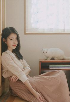Girl Photo Poses, Girl Photos, Iu Twitter, Iu Hair, Pretty Korean Girls, Foto Instagram, Iu Fashion, Korean Actresses, Kpop Outfits