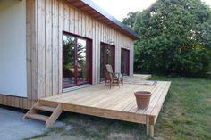 Terrasse bois en douglas  par www.boisetpaille.com surface 37.5 m² avec un retour (pas visible sur cette photos)  Tarif 5900 TTC  Lame douglas chanfreiné brute