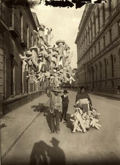 piñatas - Agustín Víctor Casasola, Mexico City, early 1900s