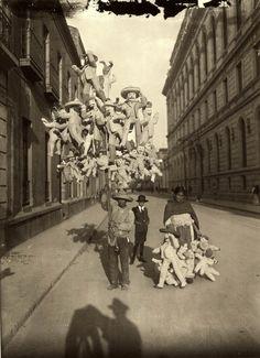 piñatas - Agustín Víctor Casasola, Ciudad de Mexico 1900s