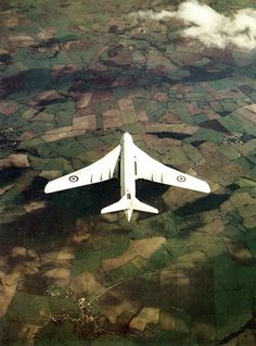 A rare pic of the british Victor bomber 🇬🇧! ——————————————— - ✈️ Handley Page Victor - 🌎 Uk - 📸 Unknown ——————————————— ⚡️ ᴀɴᴅ ᴅᴏɴ'ᴛ… Handley Page Victor, Aircraft Images, Ww2 Aircraft, Military Jets, Military Aircraft, Tag Art, Vickers Valiant, V Force, Avro Vulcan