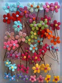 Peaqo Crochet Flower Patterns, Crochet Designs, Crochet Flowers, Knitting Patterns, Crochet Hair Clips, Crochet Hair Styles, Crochet Earrings, Crochet Hair Accessories, Flower Hair Accessories