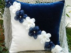 16 Cute Decorative Pillow Designs That Will Be Trendy In 2019 - Geschenke selbst gestalten - Cool Decorative Pillows Cute Pillows, Diy Pillows, Decorative Pillows, Cushions, Throw Pillows, Sewing Crafts, Sewing Projects, Pillow Crafts, Flower Pillow