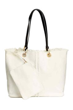 Cotton canvas shopper with two imitation leather handles with metal fasteners, a seam at the front with frayed edges and a frayed edge at the top. Clutch Bag, Tote Bag, Shops, Estilo Fashion, Big Bags, Sexy High Heels, Leather Handle, Neue Trends, Purses And Bags
