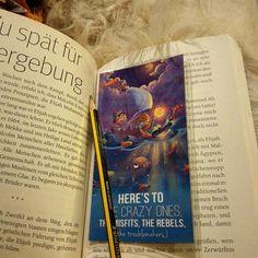 Lesen - Am besten mit schönem Lesezeichen, Bleistift, Hund und Tee. :-) neuester Tick ist alles mit Bleistift zu unterstreichen was denkwürdig ist. (Dank an eine Heidenreich Kolumne) Heute Abend ist das Buch meiner Wahl 'Mit dem Herzen eines Schmetterlings' von Muhammad Ali #bleistift #lesen #reading #book #bookstagram #lesezeichen #hund #buch #muhammad ali