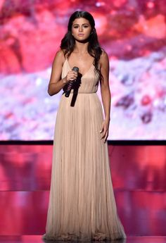 selena gomez at the AMAs <3 i love her so much like you dont even understand she saved me <3