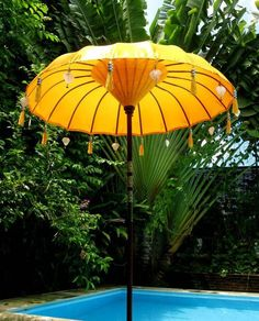 I'd love a sun umbrella for my patio in Hollywood - but one with lots of charm, of course. But will it be a retro, Slim Aarons-esque double decker with a color contrasting lined edge? Or will it be a bohemian, Balinese style ornate with tassels and charms? Or a vintage florally tassel