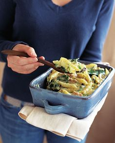 For a true taste of the Mediterreanean try this quick and cheesy tuna, courgette and spinach pasta recipe. Great as an impromptu summer meal or for hungry, cash-strapped students. Spinach Pasta Recipes, Baked Pasta Recipes, Fish Recipes, Salmon Recipes, Vegetarian Recipes, Cooking Recipes, Healthy Recipes, Cooking Ideas, Healthy Meals