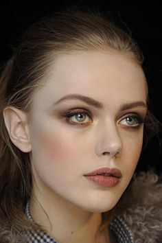 Really great example of a monochromatic, nude look.