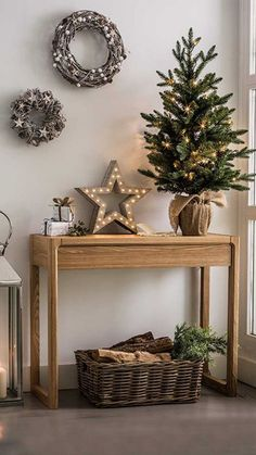 99 Welcoming and Cozy Christmas Entryway Decoration Ideas - Christmas Entryway, Christmas Mood, Noel Christmas, Christmas 2017, Christmas Crafts, Christmas 2018 Trends, Scandi Christmas, Small Christmas Trees, Minimalist Christmas