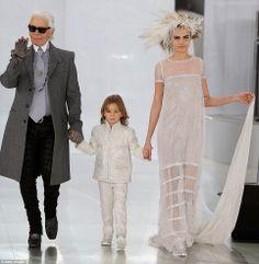 Karl Lagerfeld CHANEL Haute Couture 2014 S/S PFW  http://modakahini.blogspot.com.tr/2014/01/karl-lagerfeld-chanel-2014-haute.html